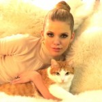 AnnaLynn McCord with Cat Buni