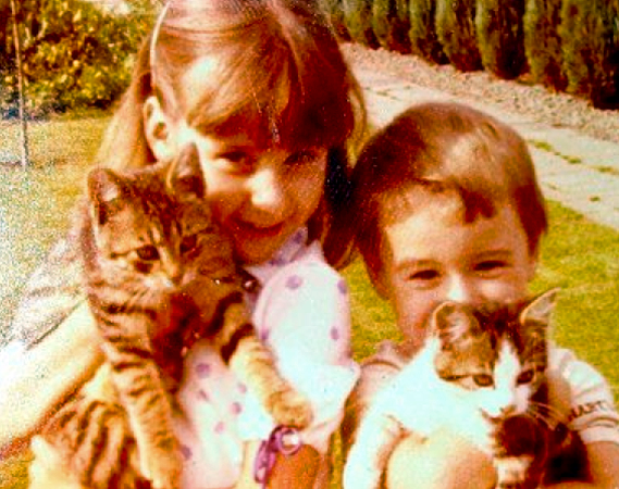 Micha and his sister with the kittens